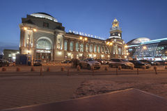 Kievskiy railway station by night in Moscow, Russia Stock Photography
