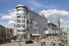 Kievsky railway station square and the SHOPPING & ENTERTAINMENT CENTER European. Moscow, Russia Stock Photography