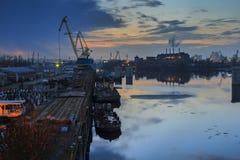Kiew-Stadt Industriebanken des Dnieper Stockfotografie