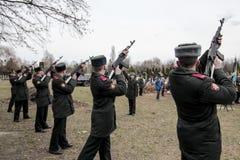 KIEW, UKRAINE - April 3, 2015: Begräbnis- Zeremonie für ukrainischen Soldaten Igor Branovitskiy, der in der Ost-Ukraine getötet w Lizenzfreie Stockfotos