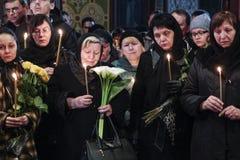 KIEW, UKRAINE - April 3, 2015: Begräbnis- Zeremonie für ukrainischen Soldaten Igor Branovitskiy, der in der Ost-Ukraine getötet w Stockfotografie