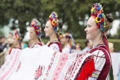 Kiew, Ukraine - 24. August 2013 Feier des Unabhängigkeitstags, schöne Mädchen Lizenzfreie Stockfotografie