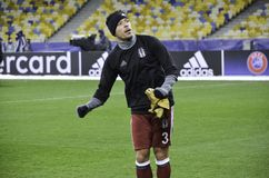 KIEW, UKRAINE - 6. DEZEMBER: Adriano Correia Claro dankt Fans während Stockfotos