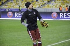 KIEW, UKRAINE - 6. DEZEMBER: Adriano Correia Claro dankt Fans während Stockbild