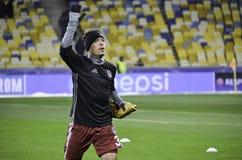 KIEW, UKRAINE - 6. DEZEMBER: Adriano Correia Claro dankt Fans während Lizenzfreies Stockfoto