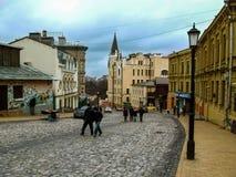 Kiew, Ukraine - 31. Dezember 2017: Der alte Märchenbezirk der ukrainischen Hauptstadt - Andriyivskyy-Abfallstraße Stockfoto