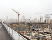KIEW, UKRAINE - 15. Februar 2014: Bau eines neuen Unterhaltungszentrums Lizenzfreie Stockfotos