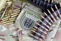 KIEW, UKRAINE - Juli, 08, 2015 Chevron des Ukrainers erbietet Korps freiwillig Stockfotos
