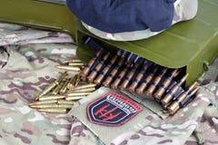KIEW, UKRAINE - Juli, 08, 2015 Chevron des Ukrainers erbietet Korps mit den Wörtern freiwillig Stockbild
