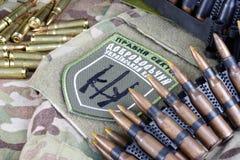 KIEW, UKRAINE - Juli, 08, 2015 Chevron des Ukrainers erbietet Korps mit den Wörtern freiwillig Stockfotos