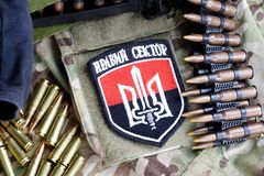 KIEW, UKRAINE - Juli, 08, 2015 Chevron des Ukrainers erbietet Korps mit den Wörtern freiwillig Lizenzfreie Stockbilder