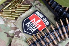 KIEW, UKRAINE - Juli, 08, 2015 Chevron des Ukrainers erbietet Korps mit den Wörtern freiwillig Stockbilder