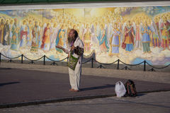 Kiew, Ukraine - 10. Juni 2017: Bettler die Freskos Stockfotografie