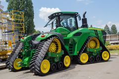 Kiew, Ukraine - 11. Juni 2017: Moderner Traktor auf Gleiskettenfahrzeugen an der Ausstellung Lizenzfreie Stockbilder