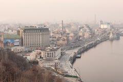 KIEW, UKRAINE - 11. März 2015: Ansicht des Saums - historischer Bezirk Kiew am Abend Lizenzfreies Stockbild