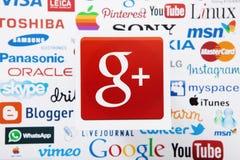 KIEW, UKRAINE - 10. MÄRZ 2017: Google plus, skype, instagram, Itunes-Firmenzeichen druckte auf Papier Spott oben Draufsicht und o Lizenzfreie Stockfotografie