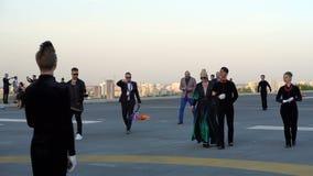 KIEW, UKRAINE - 7. MAI 2017: Eurovisions-Teilnehmer von Island kommt auf die Flaggenzeremonie stock footage