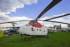 KIEW, UKRAINE - 10. MAI 2019: Hubschrauber im nationalen Luftfahrt-Museum Kiews stockbild