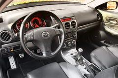 Kiew, Ukraine - 5. November 2018: Mazda-Autoinnenraum Ansicht des Innenraums eines modernen Automobils, das den Armaturenbrett ze stockbilder