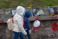 KIEW, UKRAINE - Oktober, 23, 2014: Live- und tot Kinder auf Stockfotografie