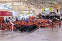KIEW, UKRAINE - 31. OKTOBER 2018: Mähdrescher, Traktoren und Maschinerie während der landwirtschaftlichen Ausstellung INTERAGRO - lizenzfreies stockbild