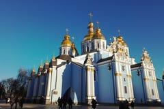 Kiew Ukraine - 26 12 2018: St Michael u. x27; Golden-gewölbtes Kloster s, berühmter Kirchenkomplex in Europa lizenzfreies stockfoto