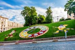 KIEW, UNKRAINE - 8. JUNI 2012: Berühmte Blumenuhr in Kiew Stockfotografie