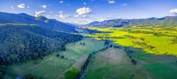 Kiewa在日落的谷高速公路空中全景  维多利亚,澳洲 库存照片