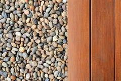 Kiezelsteen en hout Stock Fotografie
