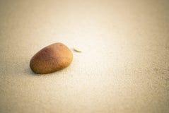 Kiezelsteen en zand stock afbeeldingen