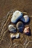 Kiezelsteen op het strand op het Griekse eiland Stock Afbeeldingen