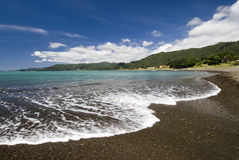 Kiezelsteenstrand, Baai van Overvloed, het Noordeneiland, Nieuw Zeeland Royalty-vrije Stock Afbeeldingen