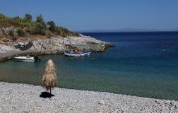 Kiezelsteenstrand van Kokkala-dorp, de Peloponnesus, Griekenland stock foto's