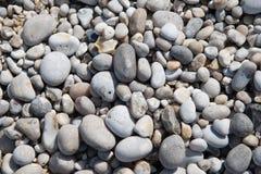 Kiezelstenen backgrund van albasten kust van Normandië Stock Fotografie
