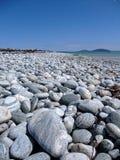 Kiezelstenen door de kust Stock Foto