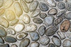 Kiezelstenen oude vloer op zonnestraal lichte achtergrond, close-up grote stenen stock foto's