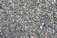 Kiezelstenen, rotsen, en stenen als natuurlijke decoratie in de tuin stock foto
