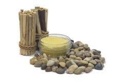 Kiezelstenen, zout en bamboe Stock Afbeeldingen