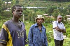 KIGALI, RWANDA - SEPTEMBER 6, 2015: Niet geïdentificeerde mensen De Rwandese arbeiders Stock Foto's