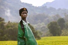 KIGALI, RWANDA - SEPTEMBER 6, 2015: Onbekende jonge arbeider Stock Foto
