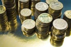 Kijów, Ukraina Luty 10, 2019 Tam jest góruje od złocistych monet waluta Biznes i Finanse dochodowość Kniaź Hryvnia fotografia stock