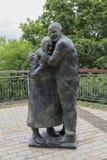 Kijów Ukraina, Czerwiec, - 24, 2017: Zabytek Włoski jeniec wojenny Luigi Pedutto i frachtujący robot przymusowy kniaź Mokrin Yu Obraz Stock