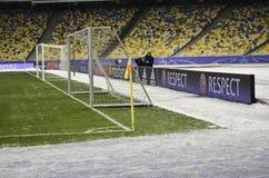 KIJÓW, UKRAINA - DEC 06: Futbolowa brama przed UEFA mistrzami Zdjęcie Stock
