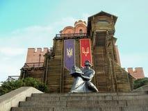 Kijów Ukraina, Grudzień, - 31, 2017: Zabytek Yaroslav Mądry blisko złotych wrót w Kijów obrazy royalty free