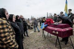 KIJÓW UKRAINA, Kwiecień, - 3, 2015: Ceremonia pogrzebowa dla ukraińskiego żołnierza Igor Branovitskiy który zabił w wschodnim Ukr Fotografia Royalty Free
