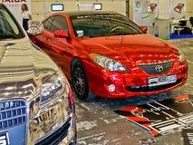 Kijów, Ukraina; Kwiecień 10, 2014 Magnesowy chrom Toyota Solara obraz stock