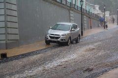 Kijów Ukraina, Lipiec, - 01, 2017: Strumienie woda w ulewnym deszczu na Andreevsky spadku Obraz Royalty Free