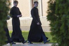 Kijów Ukraina, Maj, - 01, 2016: Młodzi seminarians na terytorium St Michael ` s monaster Obraz Stock
