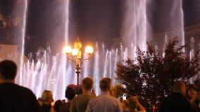 Kijów, Ukraina Maj 7, 2017 Otwarcie Eurowizyjny w Kijów Muzykalna fontanna na majdanu nezalezhnosti Widownia zbiory wideo