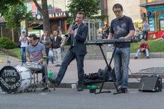Kijów Ukraina, Maj, - 22, 2016: Uliczni muzycy dają koncertowi w weekend Zdjęcie Stock